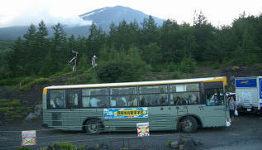 五合目の富士急バス